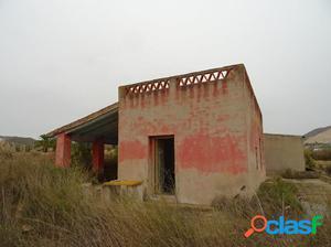 VENTA DE CASA DE CAMPO CON PARCELA DE 19.664 M2 EN ASPE EN