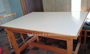 Vendo mesa antigua de comedor de buena madera de pino