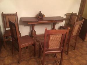 Mesita y 5 sillas y detalle de la mesa
