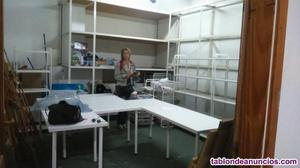 Mesas y estanterias