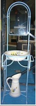 Palanganero con jarra de forja azul 89€