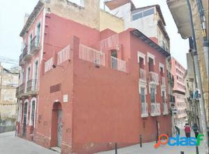 Edificio esquina en pleno centro histórico de Alicante
