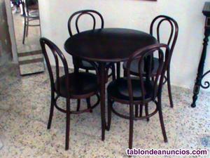 Conjunto mesa y 4 sillas estilo thonet.