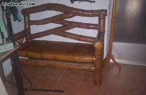 Mesa y sillones de madera y bambu
