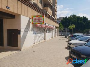 Local comercial con licencia de restaurante en zona SON