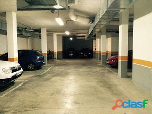 Plaza de parking en zona comercial de Nules