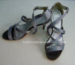 Zapatos y bolso nuevos sin extrenar