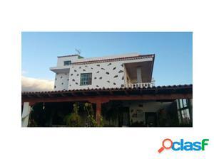 Amplia vivienda en Lomo del Balo, con Piscina privada