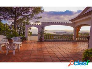 Increíble villa con vistas al mar sobre la playa de