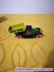 Camion de juguete paya hojalata