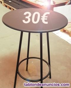 Mesas y taburetes para bar