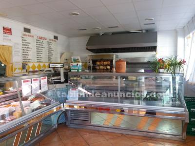 Se vende asador de pollos y comidas preparadas