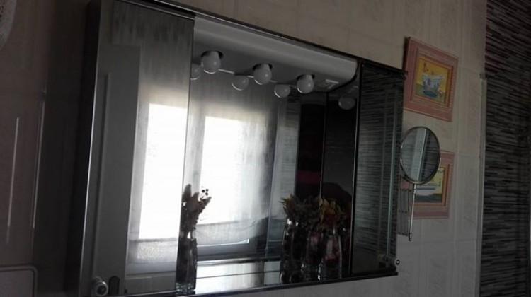 Armario de espejo en muy buen estado
