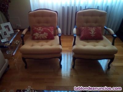 Particular sillones de estilo clásico.