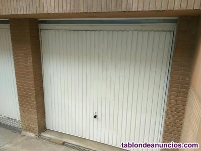 Puerta de garaje con muelle