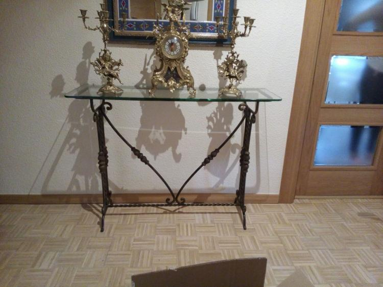 Reloj de forja, mesa de forja y candelabros