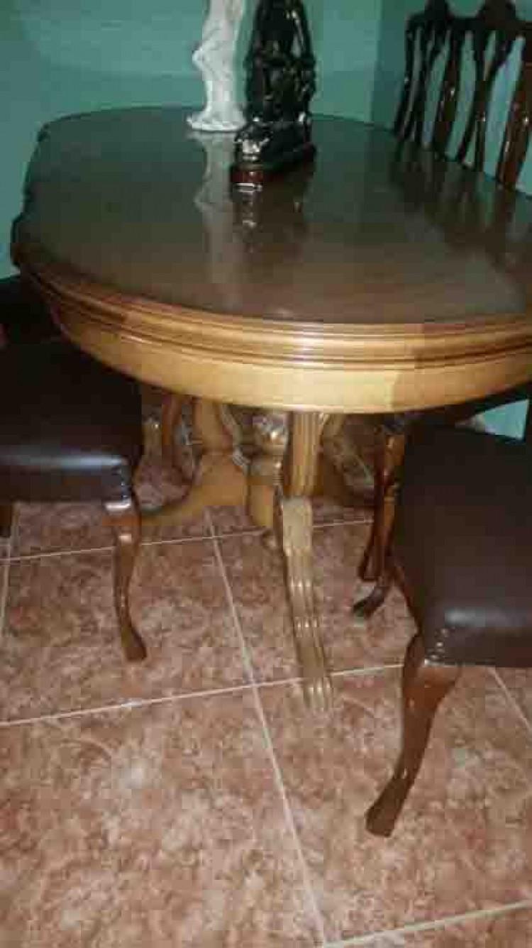 Se vende mesa rustica de madera maciza poco uso