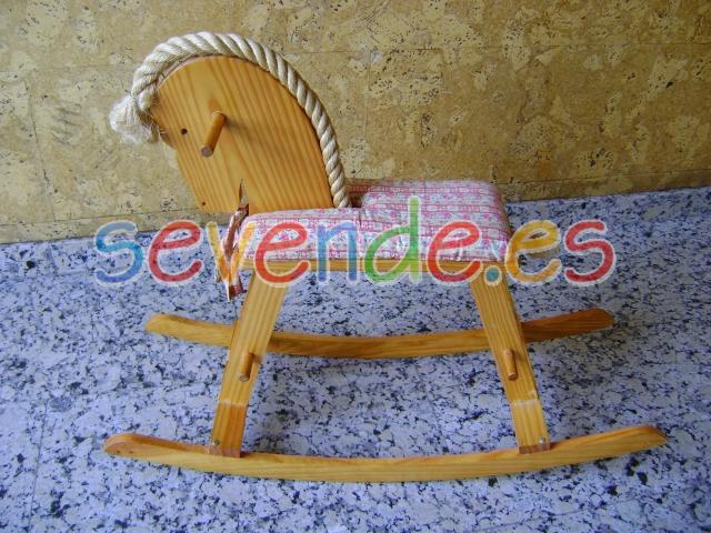 Se vende caballito balancín de madera