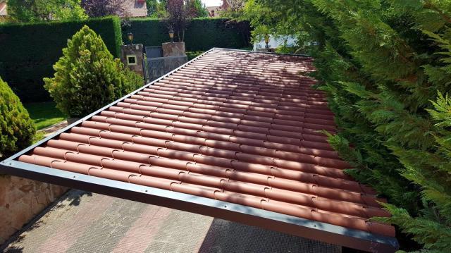 cambio sustitución de un tejado de una casa antigua o nave