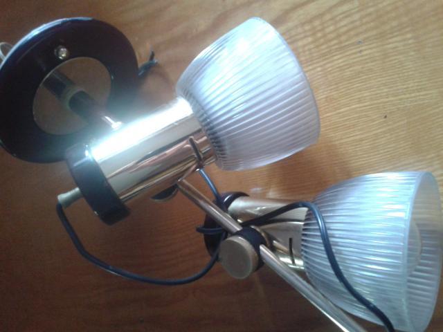 Vendo lampara de techo con 2 focos direccionables