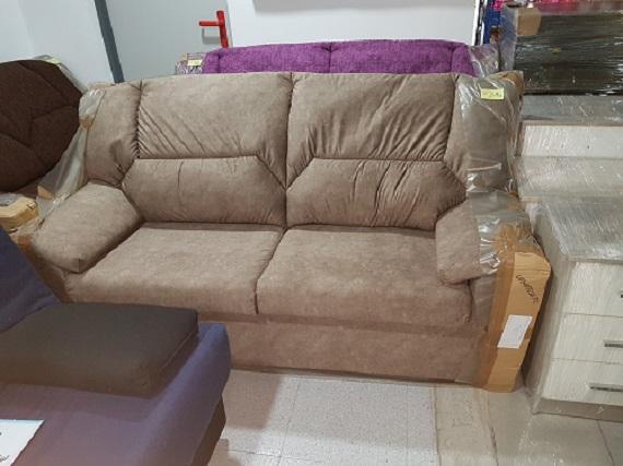 Sofá nuevo, tres plazas, tapizado en microfibra 249€