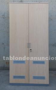 Armario de chapa y madera con ventilación
