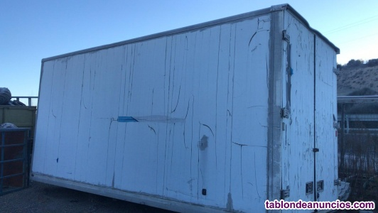 Caja de camion cerrada de 6 metros