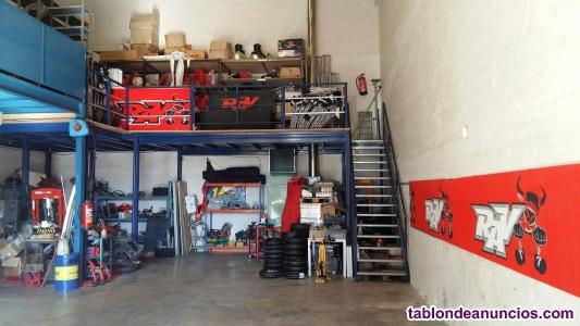 Se alquila taller de motos con trabajo.