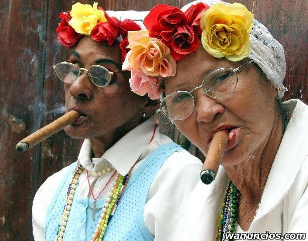 Tarotistas, santeros y babalawos cubanos. - Almería