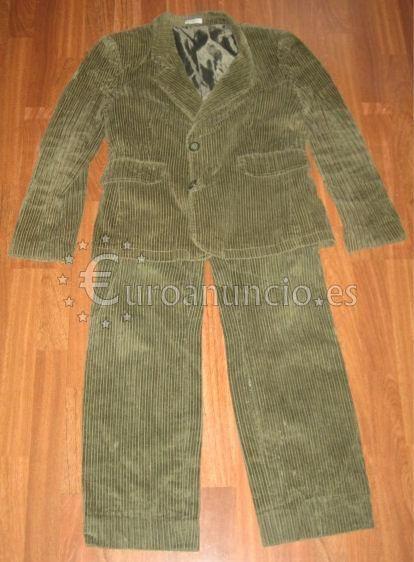 Traje chaqueta de pana color verde oscuro