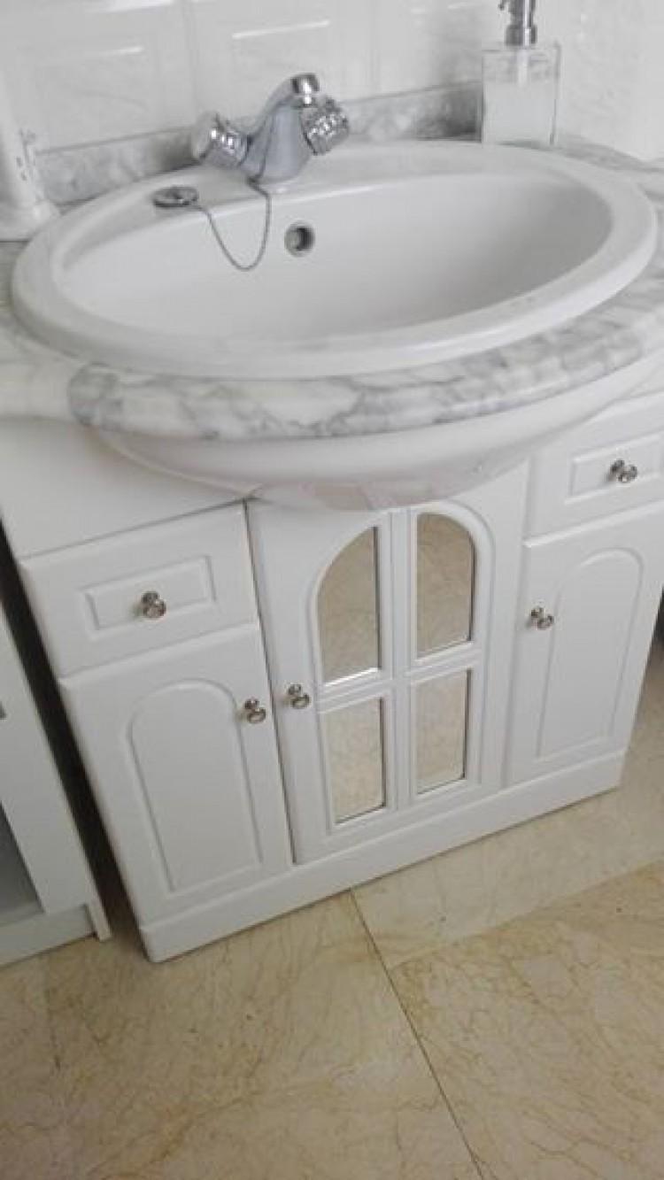 Vendo Mueble de baño con lavabo y grifo