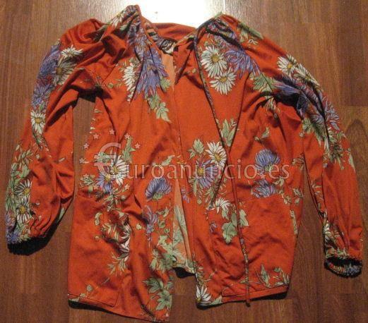Vestido de verano naranja y flores