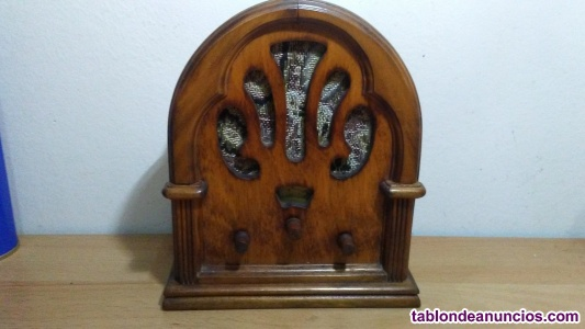 Replica de radio antigua en madera