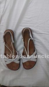 Sandalias blancas nuevas piel
