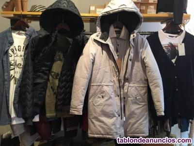 Stock de  prendas de ropa de marca nueva.