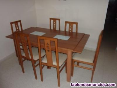 Una mesa de comedor y 6 sillas
