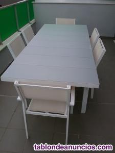 Mesa de terraza y sillas a juego