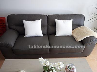 Se vende sofá negro en muy buen estado