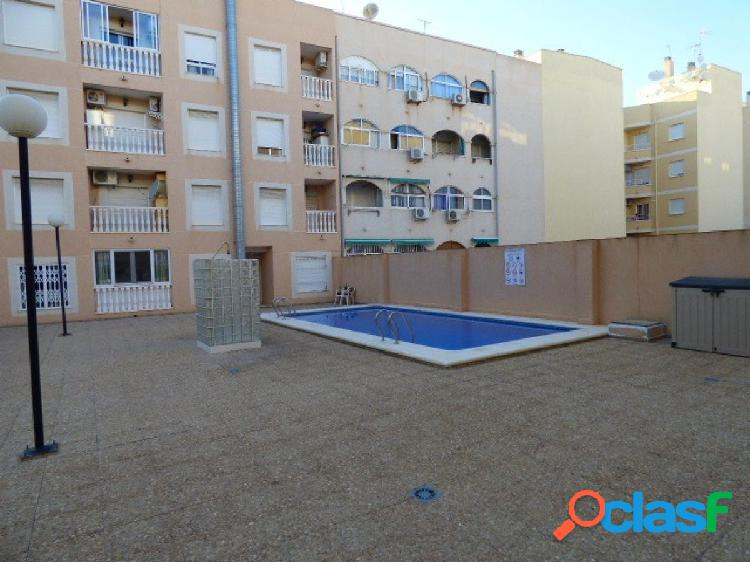 Apartamento con Garaje y Piscina Comunitaria en el centro de