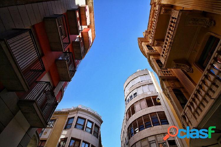 Magnífico piso junto a Plaza Santo Domingo.