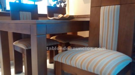 Mesa extensible de madera maciza con cuatro sillas