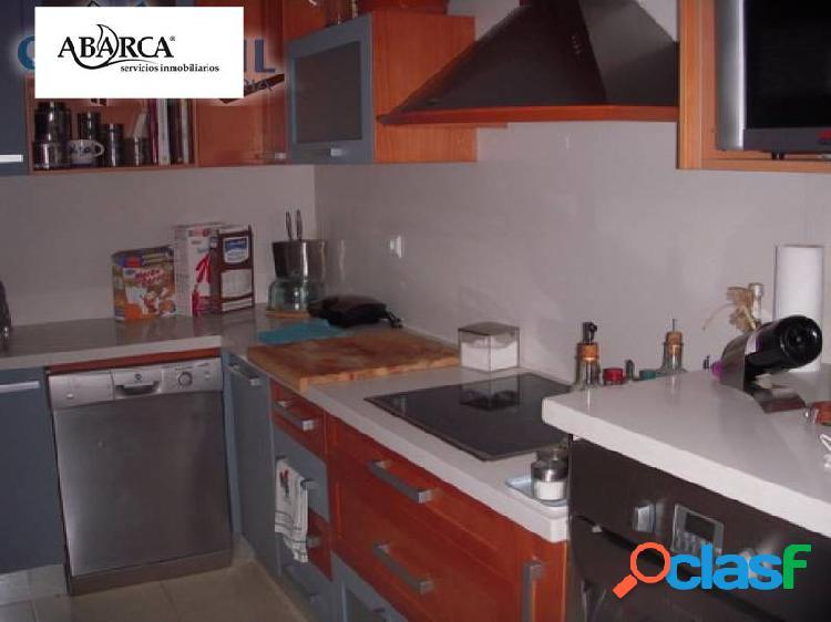 Se vende piso en San Vicente, excelentes calidades.Garaje,