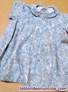 Vestido azul flores, chaqueta gris brillo y calcetines
