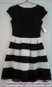 Vestido negro con falda a rayas blancas