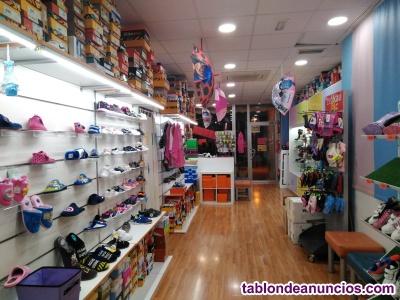 Se traspasa tienda de calzado infantil y complementos
