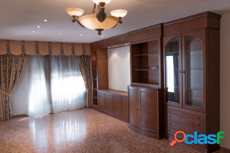 144 m2; SALÓN COMEDOR Y 4 HABITACIONES LUMINOSAS - EN