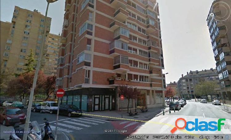AMPLISIMO LOCAL EN ZONA COMERCIAL DE VILLAVA