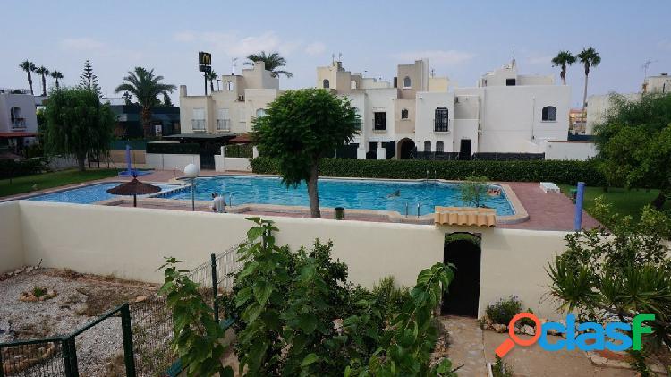 Adosado de 4 habitaciones con jardin en esquina y piscina