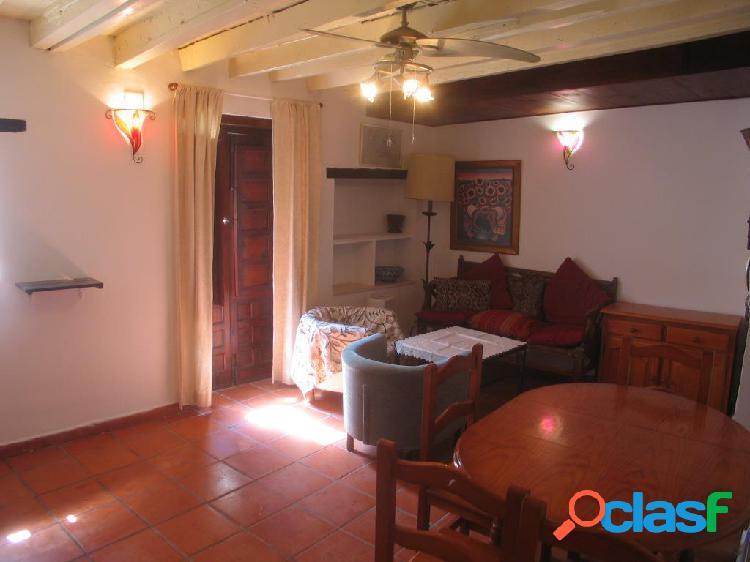Albayzín (zona). Bonito piso sin amueblar de 2 dormitorios,