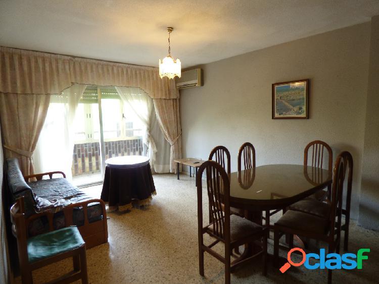 Alicante, vivienda 4 dormitorios, 2 baños, amplio salón,